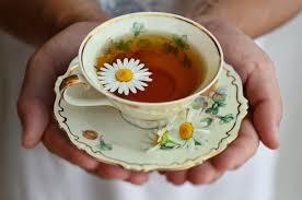Té de manzanilla en taza