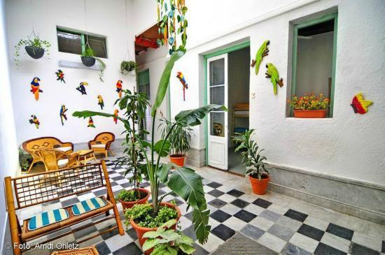 casa ecológica con jardines colgantes