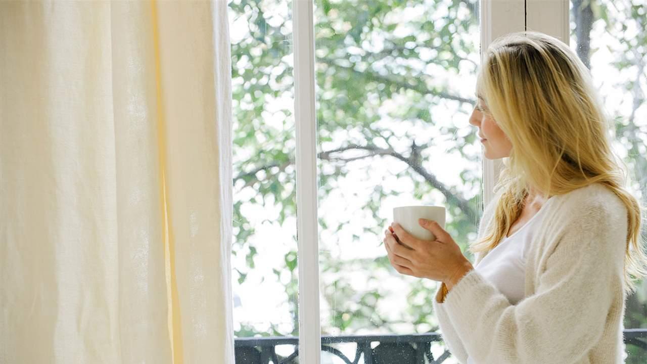 Mujer relajada y sin estrés