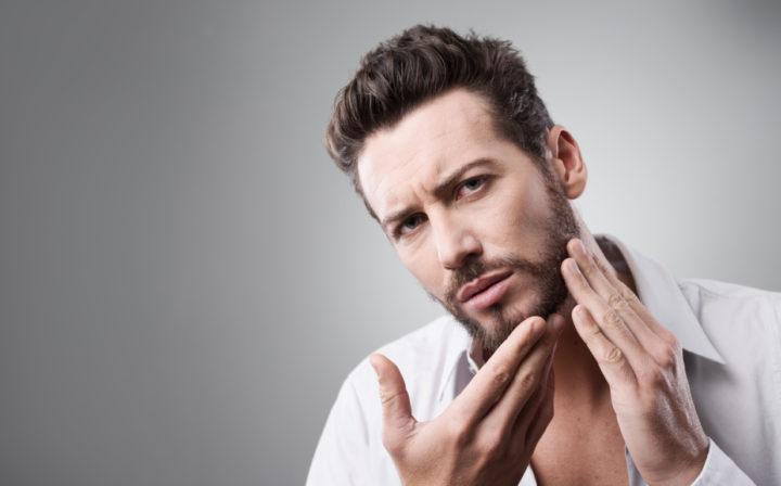 eliminando el acné del vello facial