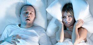pareja roncando